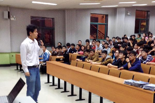 CADENAS应邀为苏州大学应用技术学院的机械专业学生做报告